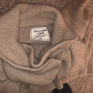 Abercrombie & Fitch Sweaters - Abercrombie & Fitch Sweater